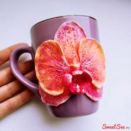 Купить кружку с орхидеей сиренево-оранжевой из полимерной глины в интеренет-магазине Sweetsee.ru