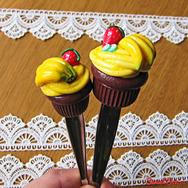 """Купить Вкусную Ложку """"Банановый капкейк"""" из полимерной глины, в интернет-магазине Sweetsee.ru"""