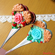 """Купить вкусную ложку из полимерной глины """"Печенька с розой"""" в Москве, интернет- магазин Sweetsee.ru"""