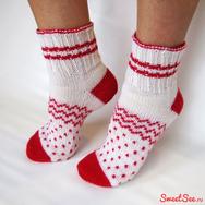 """Купить вязаные шерстяные носки """"Клубничка в полосочку"""" бело-красные в полосочку и крапинку, в интернет-магазине Sweetsee.ru"""