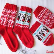 """Купить Комплект вязаных носков на новый год в красной цветовой гамме """"Новогодний"""" из шерсти в интернет-магазине Sweetsee.ru"""