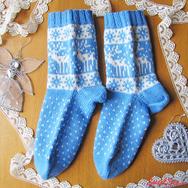 """Купить Вязаные носки с оленями """"Снежные Олени"""" бело-голубые, в интернет-магазине Sweetsee.ru"""