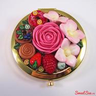 """Купить женское карманное зеркало """"Пончики-цветочки"""" круглое, золото в интернет-магазине Sweetsee.ru"""