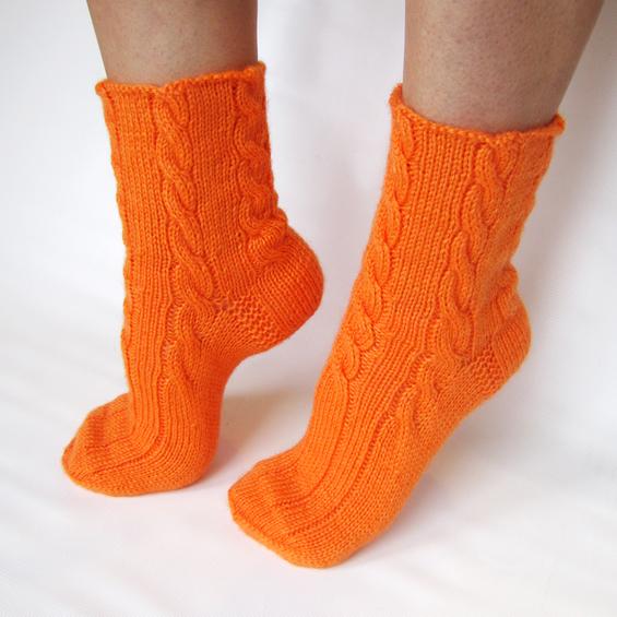 """Купить Вязаные женские носки спицами """"Оранжевые косы"""" из шерсти в интернет-магазине Sweetsee.ru"""